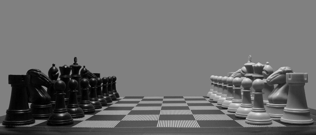 le déplacement des pièces aux échecs