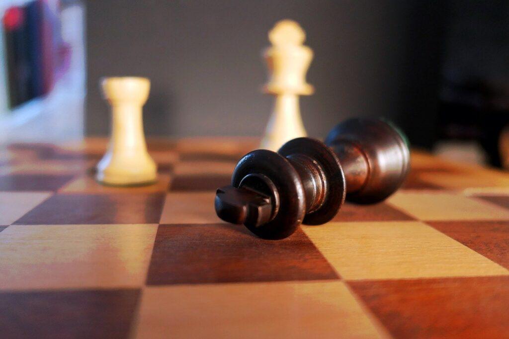 Mat Roi et Tour contre Roi aux échecs